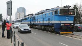 Express z Prahy projel centrem Brna na výstaviště, připomněl Jiřího Rašku
