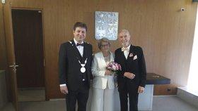 Novomanželskému páru je dohromady 174 let: Hana a Vladimír letos oslaví teprve první výročí svatby