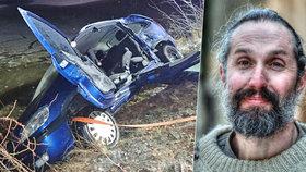 Zpověď hrdiny z hrůzné nehody: 15 minut držel zraněnému řidiči hlavu nad vodou