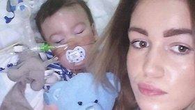 """Chlapeček odsouzený k smrti začal vnímat: Rodiče prosili o odklad """"eutanazie"""", ale neuspěli"""