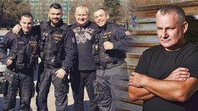 Trest pro policisty za foto s Kajínkem! Varoval jsem je, dřív jsem s nimi válčil, říká omilostněný vězeň