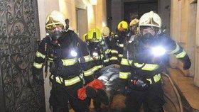 Stříbrný hasičský Oscar pro pražský sbor: Prestižní ocenění získali za zásah při požáru hotelu