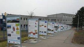 Zajímavosti cizích zemí i osudy zahraničních obyvatel: Taková je putovní výstava v Praze 14