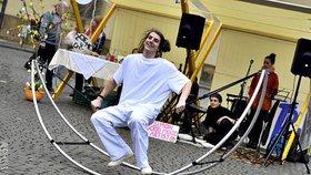 Malostranské náměstí zaplaví mladí umělci: Unikátní  trh slaví druhé narozeniny