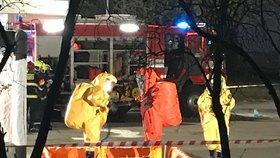Ze sokolovské chemičky unikla kyselina, na místě jsou hasiči