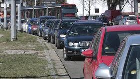 Jak funguje výdej parkovacích oprávnění v Praze 4? Otevře i registrační místo v Braníku