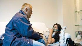 Zapomeňte na čekárny: Kdy má obvodní lékař povinnost dojet až k vám domů?