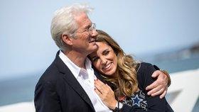 Nestárnoucí Richard Gere (69) podruhé otcem! Jeho o 33 let mladší žena porodila