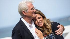 Hollywoodský idol Richard Gere se potřetí oženil! Manželka je o 33 let mladší