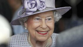 Královně Alžbětě je dnes 93 let: Proč slaví narozeniny dvakrát?