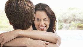 Flirtujeme, i když jsme zadané. Ženy přiznaly, proč to dělají!