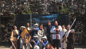 Darth Vader po boku Qui-Gon Jinna: V Praze oslavili Den Hvězdných válek kostýmovaným průvodem