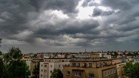 Silné bouřky bičují Česko, velmi silná byla na Prachaticku. Sledujte radar