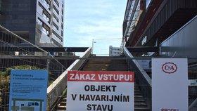 Havarijní stav terasy nad stanicí metra Budějovická: Po 43 letech ji opraví, začít se má ještě letos
