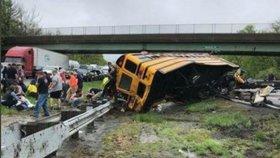 Tragédie školního autobusu: Dvě mrtvé a 20 zraněných dětí při nehodě v Německu
