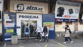 Tisíce nevyřízených objednávek: Výpadek v Alze trval 27 hodin