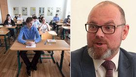 Chybu ve státní maturitě hasil až ministr. 113 studentů nepropadne z češtiny