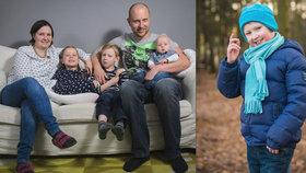 Kryštůfkovi (9) po porodu odumřel mozek: Chodí, ale nemluví a nerozumí! Rodiče to nevzdali, snaží se přeprat osud