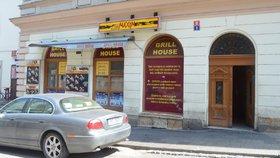 Sabotáž! Brání se majitel bistra v Hradci, kde se otrávily desítky lidí. Z nemocnice propustili posledního pacienta