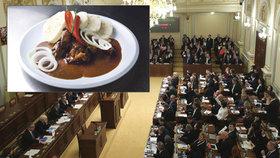 Svíčková za 86, kuře za 59. Poslanci hodují za lidové ceny, přesto si jídlo ještě zlevnili