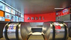 Problémy s novými eskalátory na Andělu: Dopravní podnik je musel zastavit