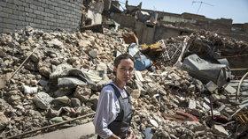 Bída, nemoci, žádná voda. Nic horšího jsem neviděla: Angelina Jolie mezi troskami iráckého Mosulu