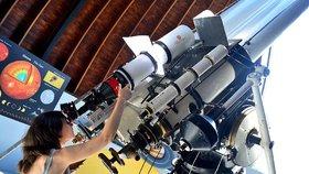 Pozorování oblohy na Petříně: Léto ve hvězdárně odtajňuje krásy Slunce, Měsíce i Venuše