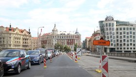 """TSK """"šlápla do pedálů"""": Problémová oprava silnice na Jiráskově mostě má skončit dřív"""