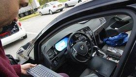 """Auta jsou na lidi moc """"chytrá"""". Nové technologie šoféry otravují, odhalil průzkum"""