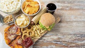Hubnutí po čtyřicítce: Tohle jsou potraviny, které byste si měla zakázat