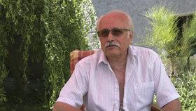 Václav Knop nerudného tělocvikáře z Hospody vyměnil za nevrlého doktora ve Slunečné