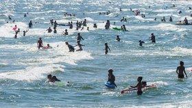 Vlna na Baltu strhla tři sourozence. Zachránit se podařilo pouze jednoho