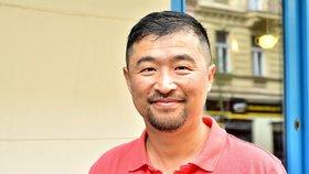 """Že je gay, řekl rodině až ve 40 letech: """"Homosexualitu v Číně berou jako úchylku,"""" svěřil Jin W."""