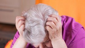 Návrat šmejdů na Hodonínsko: Neznámá podvodnice nabízí seniorům předražené deky