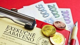 Loni přibylo půl milionu exekucí, zadlužených Čechů je ale méně. S mapu je problém
