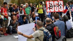 """""""Za vaši i naši svobodu."""" Demonstranti na Václaváku připomněli moskevský protest proti okupaci v srpnu 1968"""