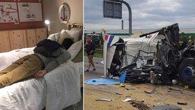 Bouračka uvěznila 200 řidičů na dálnici. Nocleh jim poskytla IKEA