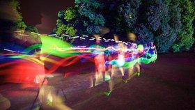 Letohrádek Hvězda ozáří neony: V Praze 6 budou závodit běžci se světelnými tyčemi