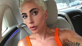 Celebrity na síti: Lady Gaga ukázala strie a Ewa Farna plné tvary