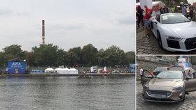 Stovka nablýskaných aut a tisíce nadšenců: Taková jsou letošní Auta na náplavce