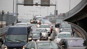 Silnice v Praze se změnily v peklo! Řidiči se vrátili z prázdnin, opravy pokračují