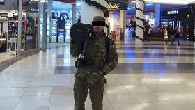 """Zatčený islamista nešetřil """"selfíčky"""": Fotil se v pražském metru, u obchoďáku i na nádraží. Co plánoval?"""