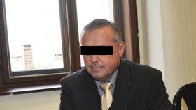 Plzeňský lékař souzený za milionové podvody zemřel! Stíhání budou muset zastavit