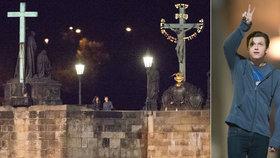 Spider-Man Tom Holland (22) dorazil do Prahy: V noci řádil na Karlově mostě bez ochranky!