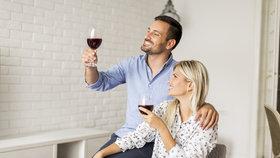 Mýty o víně, kterým se znalci smějí: K masu jen červené? Omyl!