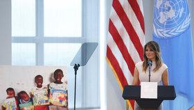 """Melania míří do Afriky, Trumpa nebere. Ona vidí """"nádherné země"""", on """"p*dele světa"""""""