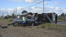 Vážná nehoda v Brandýse: Náklaďák skončil na boku, zranila se těhotná žena
