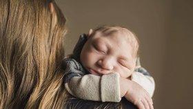 Snímky, které dojmou k slzám: Chlapec s poškozeným mozkem neměl vůbec přežít porod
