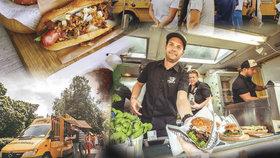 Se žlutým truckem a burgery dobývá Prahu. V létě tady bylo i 60 stupňů, říká Tomáš (38)