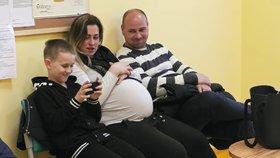 Krutá dohra Malých lásek: Smrt v rodině po porodu dvojčátek